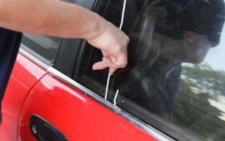 Как открыть дверь машины если замок заклинило