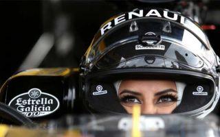 Саудовская женщина делает историю вождения автомобиля f1 в день женский запрет был снят