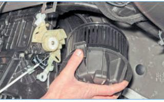 Как снять мотор печки рено логан