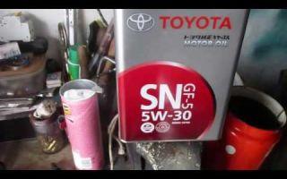 Какое масло заливать в двигатель тойота авенсис