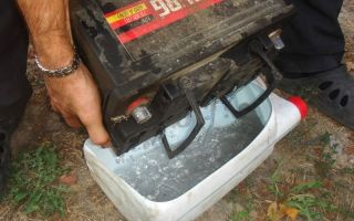Замена электролита в автомобильном аккумуляторе