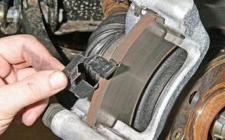Как поменять передние колодки на рено логан