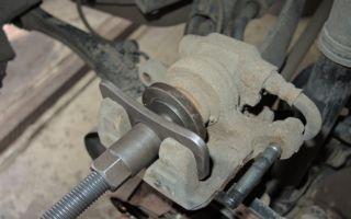 Как заменить тормозные колодки на мицубиси аутлендер